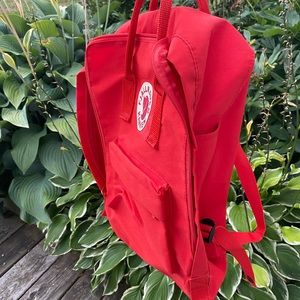 🍎Fjallraven backpack in bright red